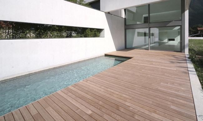 Houten terras aanleggen prijs houtsoorten for Houten zwembad bouwen