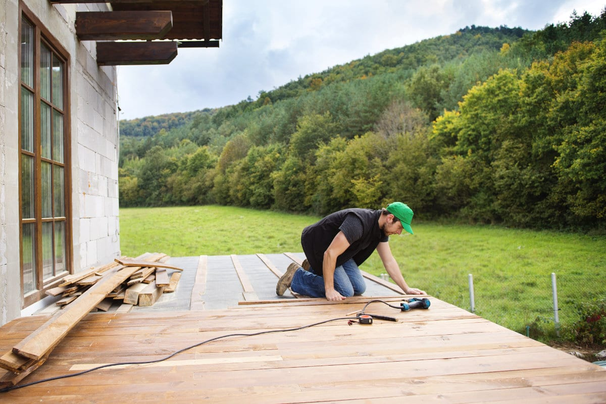 houten terras aanleggen op beton