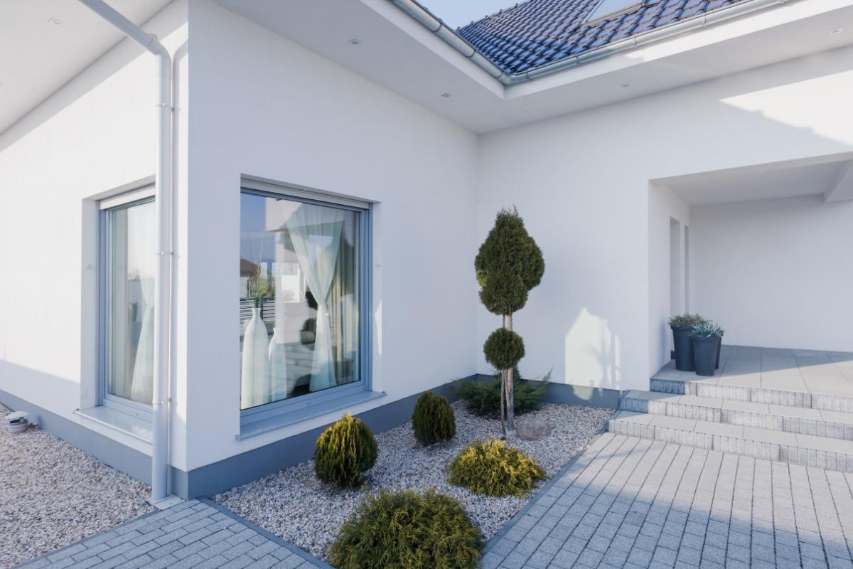 huis met witte siliconenpleister