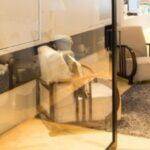 pivoterende deur in woning met ruim interieur
